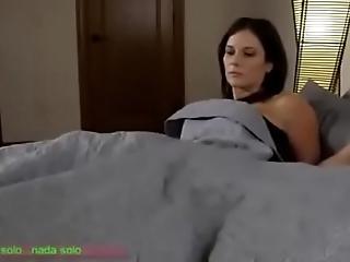 Compartiendo shivering cama con madrasta (sub español)