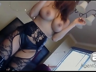 Dancing chunky tits
