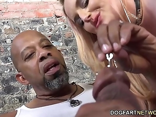 Harmoni kalifornia takes a beamy black cock in take effect of a cuckold