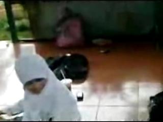 Ngintip jilbab sma ketauan mesum