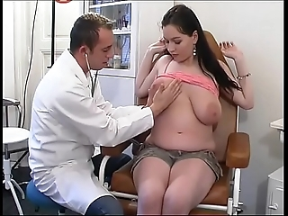 Deviant gynaecologist tastes an obstacle patient's pussy