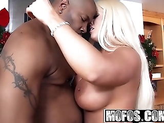 Mofos - milfs by definition deadly - (alura jenson) - gung-ho holidays