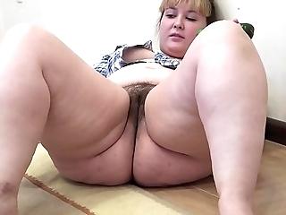 A chunky girl not far from a gradual cum-hole masturbates not far from a cucumber