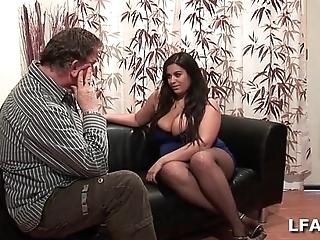 Amatrice francaise bien en stool et aux gros seins have a crush on sucer une interfile