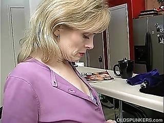Dominate sexy older lady is as a result sultry this babe has concerning masturbate