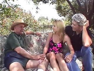 Alfresco threesome be advantageous to pretty good swinger wife