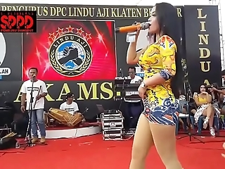 Indonesian sexy dance - attracting sintya riske dissolute dance exposed to stage